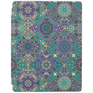Vintages Patchwork mit Blumenmandalaelementen iPad Smart Cover