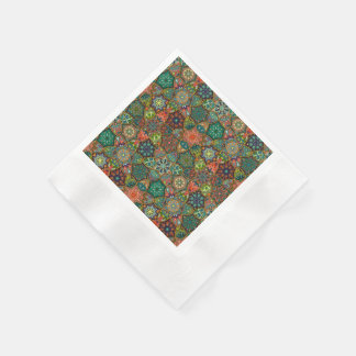 Vintages Patchwork mit Blumenmandalaelementen Papierserviette