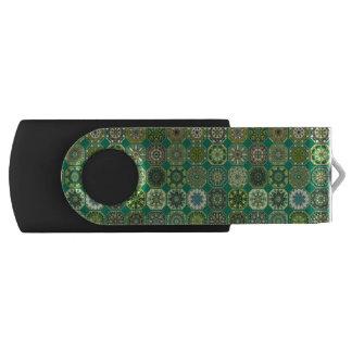 Vintages Patchwork mit Blumenmandalaelementen USB Stick