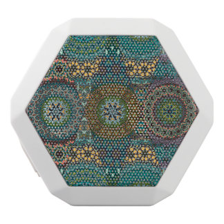 Vintages Patchwork mit Blumenmandalaelementen Weiße Bluetooth Lautsprecher