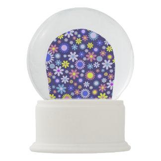 Vintages Pop-Kunst-Art-Gänseblümchen-Blumen-Muster Schneekugel