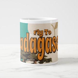 Vintages Reise-Plakat Madagaskars Jumbo-Tassen