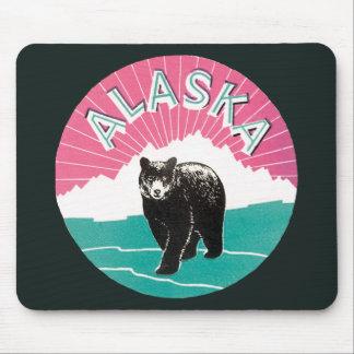 Vintages Reise-Plakat, schwarzer Bär Alaskas im Mauspad