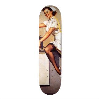 Vintages Retro Gil Elvgren Krankenschwester-Button Skateboardbretter