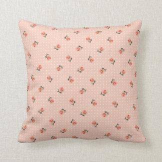 Vintages rosa Blumen- und Punkte Kissen