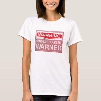 Vintages rostiges Zeichen halten sich für T-Shirt