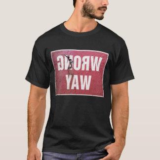 Vintages rostiges Zeichen, welches die falsche T-Shirt