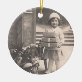 Vintages Verzierung-Mädchen mit Geschenken Ornamente