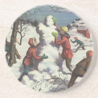 Vintages Weihnachten, Kinder, die im Schnee Getränke Untersetzer
