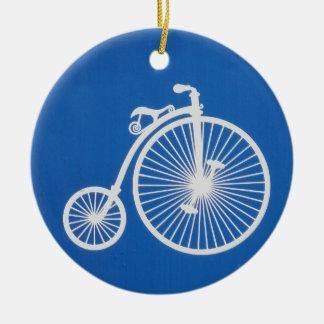 Vintages weißes Fahrrad auf Blau Keramik Ornament