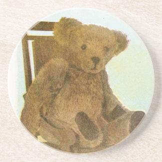 Vintages Zeichnen: Teddybär betreffen einen Stuhl Untersetzer