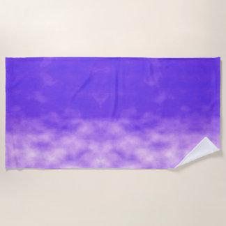 Violette Himmel-Wolken lila Strandtuch
