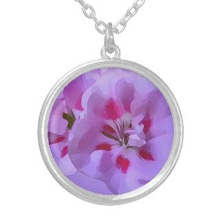 Violette rosa abstrakte Hibiskus-Blume Versilberte Kette