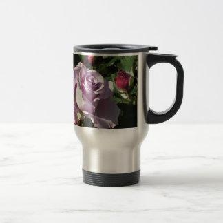 Violette Rosen-Blume des Singles mit Roten Rosen Reisebecher