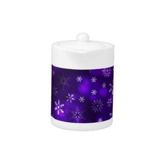 Violette Schneeflocken