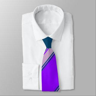 Violetter Flieder-und Indigo-Hochschulstreifen Krawatte