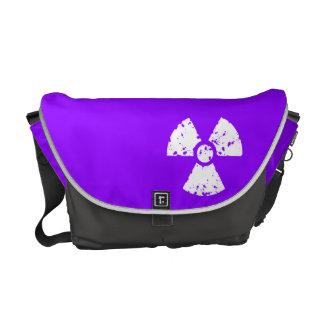 Violettes lila radioaktives Symbol Kurier Taschen