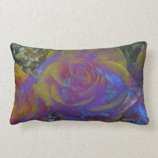 violettes Rosengrüngelb, graues Kissen