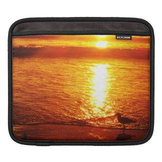 Vögel auf Santa Monica Strand am Sonnenuntergang Sleeve Für iPads