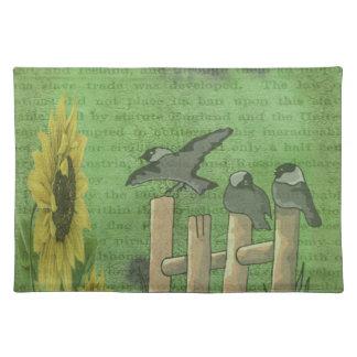 Vögel auf Zaun Stofftischset