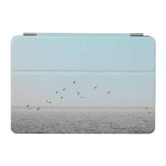 Vögel im blauen Nebel iPad Mini Hülle
