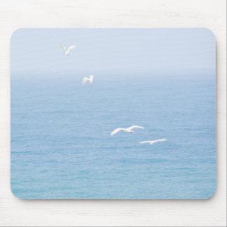 Vögel über dem Ozean Mousepad