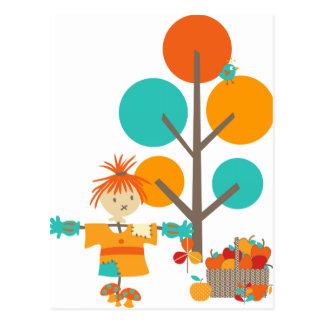 Vogelscheuche-Blätter und Baum Postkarte