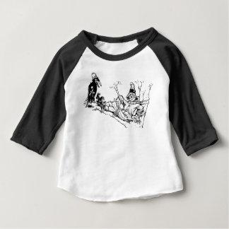 Vogelscheuche und Krähe, die heraus in einem Baum Baby T-shirt