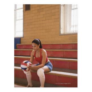 Volleyballspieler mit Volleyball Postkarte