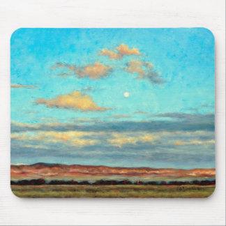 Vollmond an der Dämmerung mit glühenden Wolken Mousepad