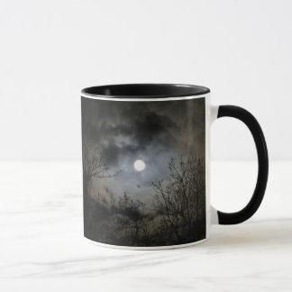 Vollmond auf einer mystischen dunklen Nacht Tasse