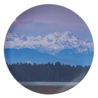Vollmond, der über die julianischen Alpen Melaminteller