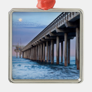 Vollmond über Pier, Kalifornien Quadratisches Silberfarbenes Ornament