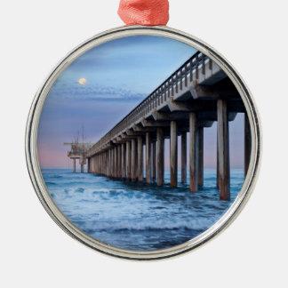 Vollmond über Pier, Kalifornien Rundes Silberfarbenes Ornament