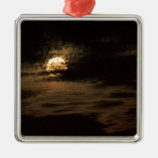 Vollmond von November versteckend in den Wolken Quadratisches Silberfarbenes Ornament