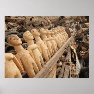 Voodoo Puppen am Fetisch Markt, Westafrika Poster