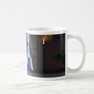 Vorhänge, die in die Nacht wellenartig bewegen Kaffeetasse