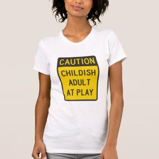 Vorsicht-kindischer Erwachsener am Spiel T-Shirt
