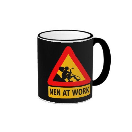 Vorsicht: Männer bei der Arbeit Tee Haferl
