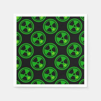 Vorsicht-radioaktives Zeichen mit dem Schädel Papierserviette