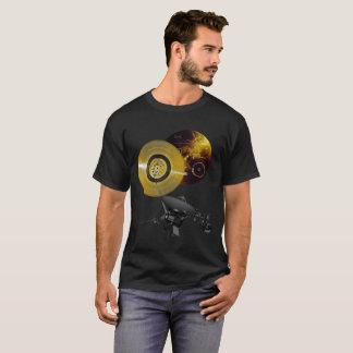 Voyager-Raumfahrzeug und goldene Aufzeichnung T-Shirt