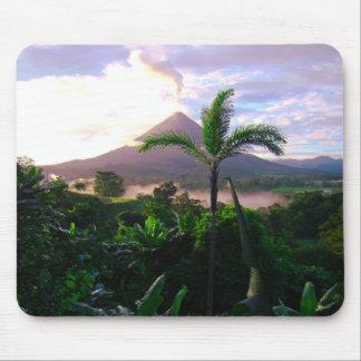 Vulkan in den Tropen Mauspad