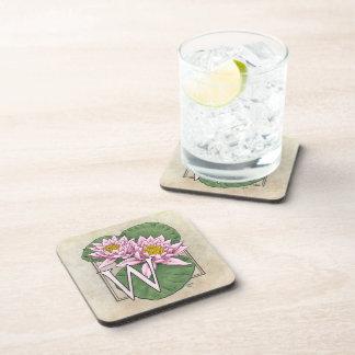 W für Wasser-Lilien-Blumen-Monogramm Getränkeuntersetzer