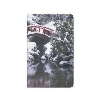 WA, Seattle-, Mondbrücke und Teich nach Winter 2 Taschennotizbuch