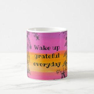 Wachen Sie dankbares tägliches auf Kaffeetasse