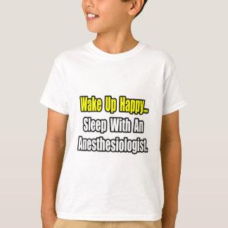 Wachen Sie glücklichen… Schlaf mit Anästhesiologen T-Shirt