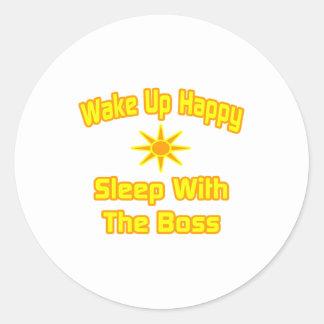Wachen Sie glücklichen… Schlaf mit dem Chef auf Runder Aufkleber