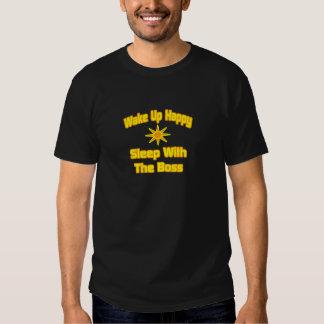 Wachen Sie glücklichen… Schlaf mit dem Chef auf T Shirts