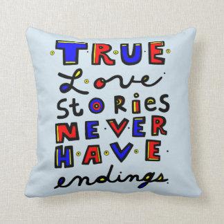 """""""Wahre Liebe-Geschichten haben nie End"""" Throw Kissen"""