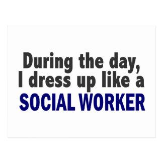 Während des Tages kleide ich oben wie ein Sozialar Postkarte
